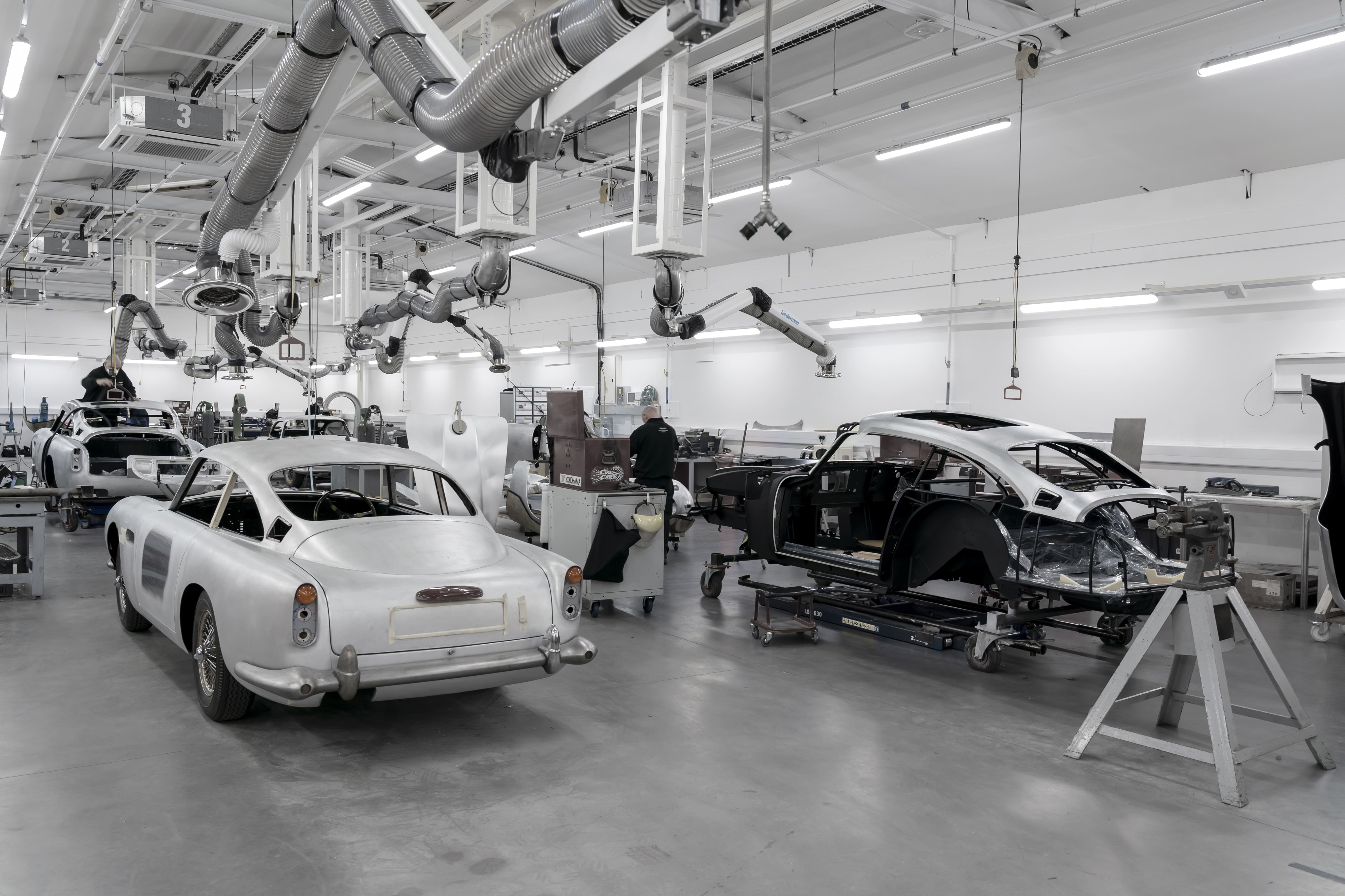 Aston-Martin-DB5-Goldfinger-Continuation_02-min