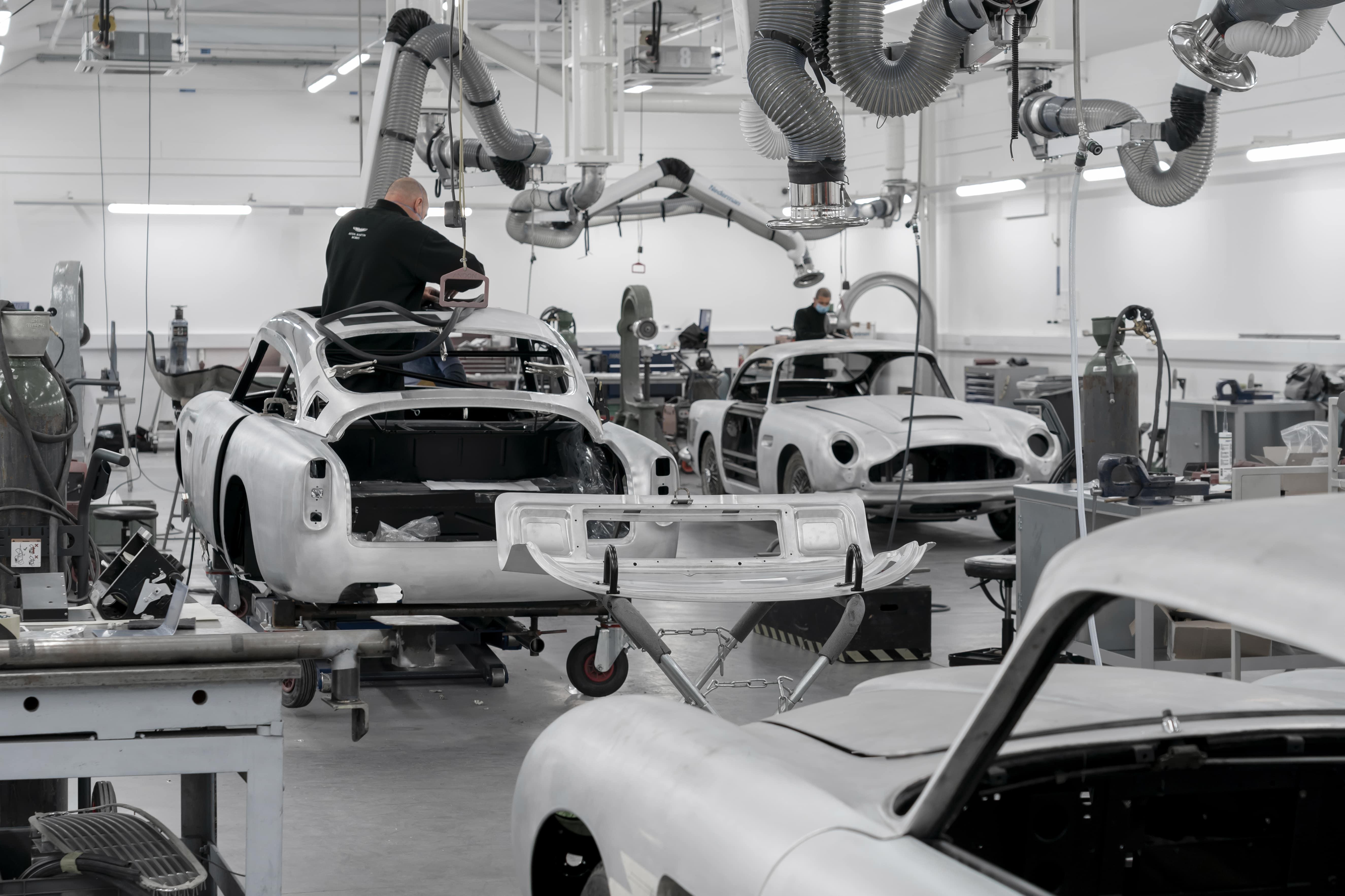 Aston-Martin-DB5-Goldfinger-Continuation_03-min