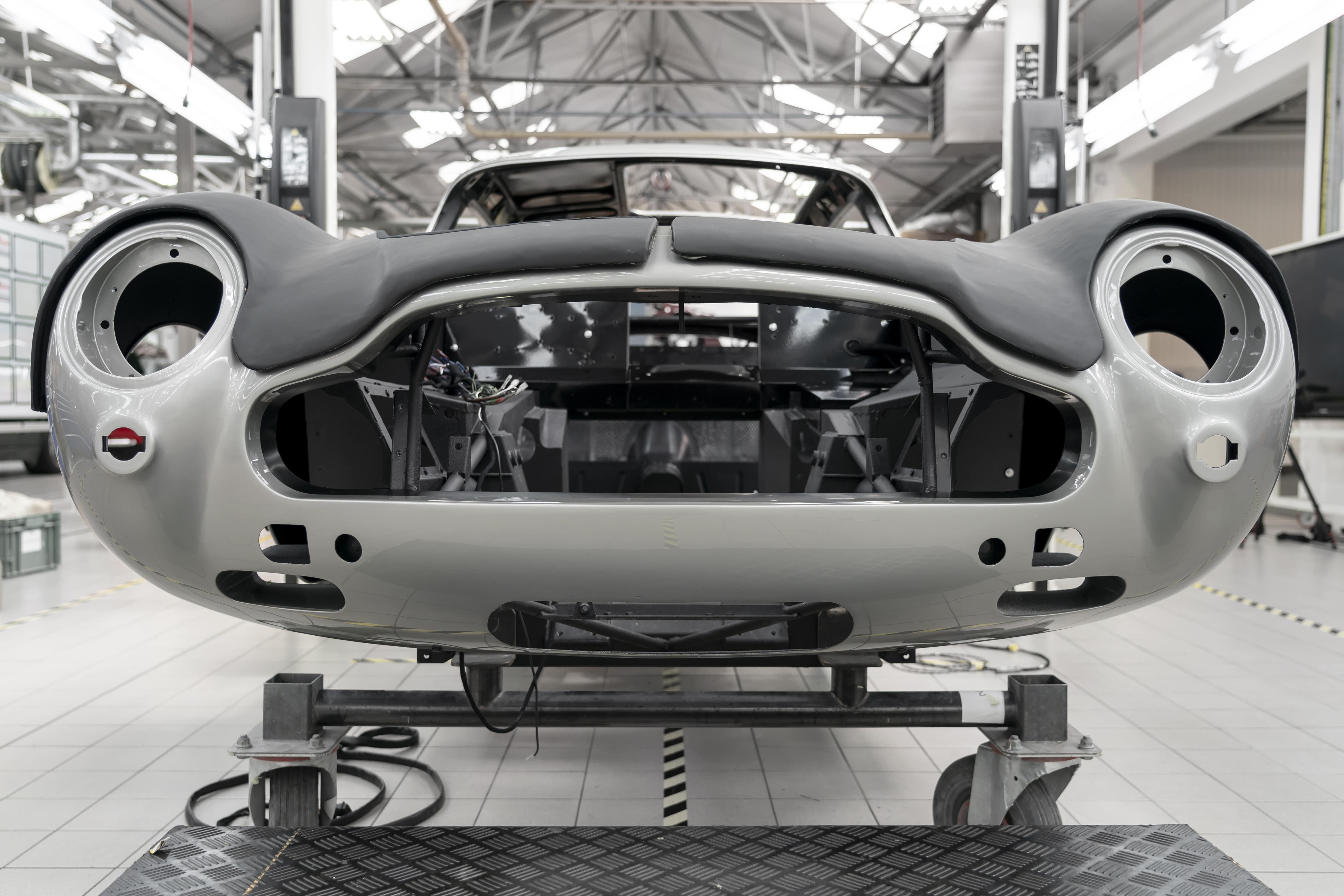 Aston-Martin-DB5-Goldfinger-Continuation_05-min