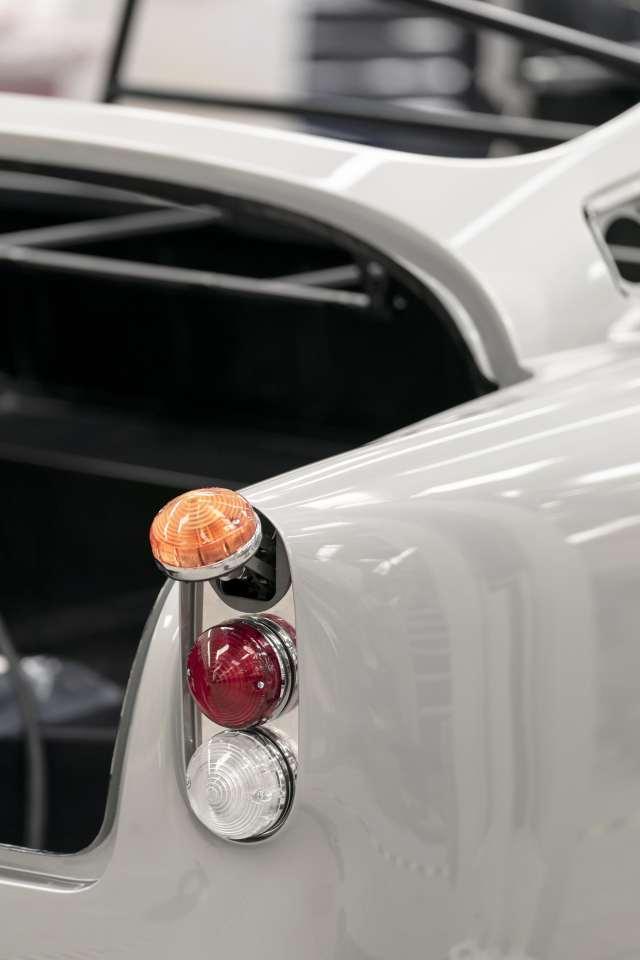 Aston-Martin-DB5-Goldfinger-Continuation_07-min